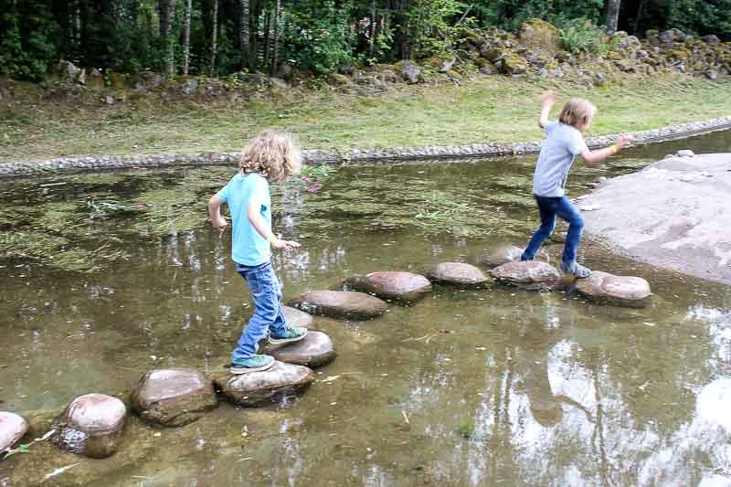 Steine im Wasser Astrid-Lindgrens-Welt