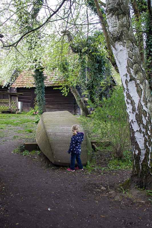 Alter Holzkahn in Lehde an Land.