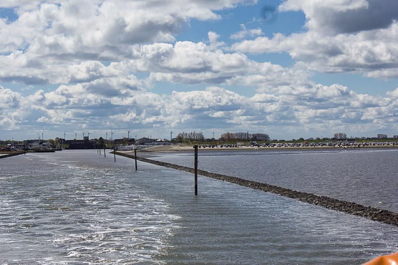 Kueste Harlesiel mit Fährhafen und Strand