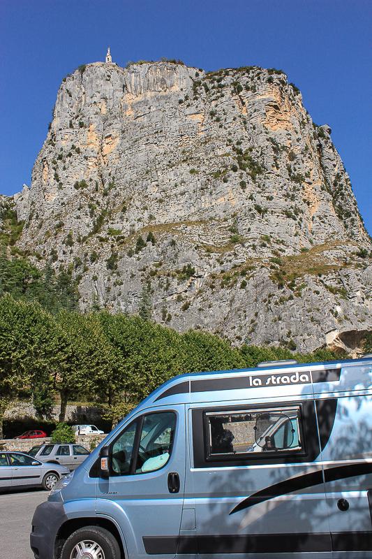 Unser Campingbus vor Roc de Castellane.