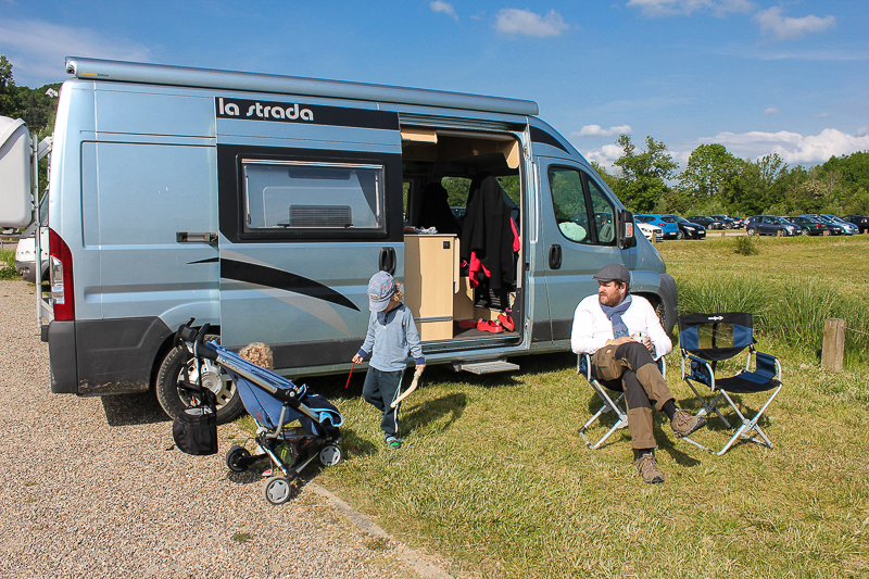 Unser Campingbus auf dem Parkplatz Giverny.