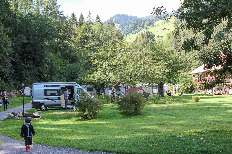 Unser Campingbus auf dem Campingplatz Grassi Frutigen Schweiz