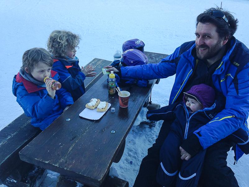 Pause nach dem Skifahren.