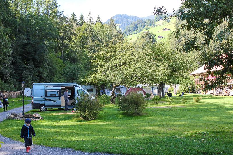 Campingplatz in Frutigen in der Schweiz.