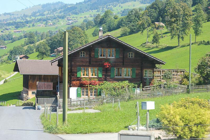 Typisches Schweizer Holzhaus.