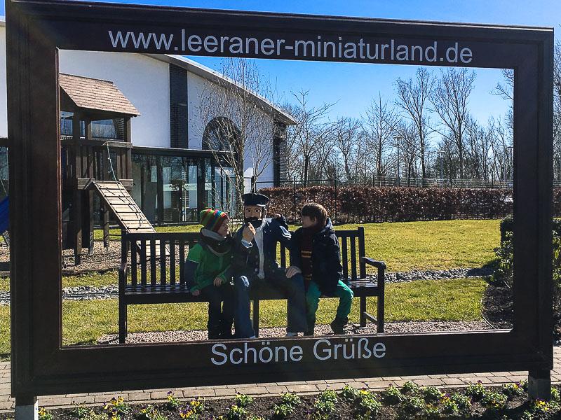 Im Garten des Miniaturlandes in Leer.