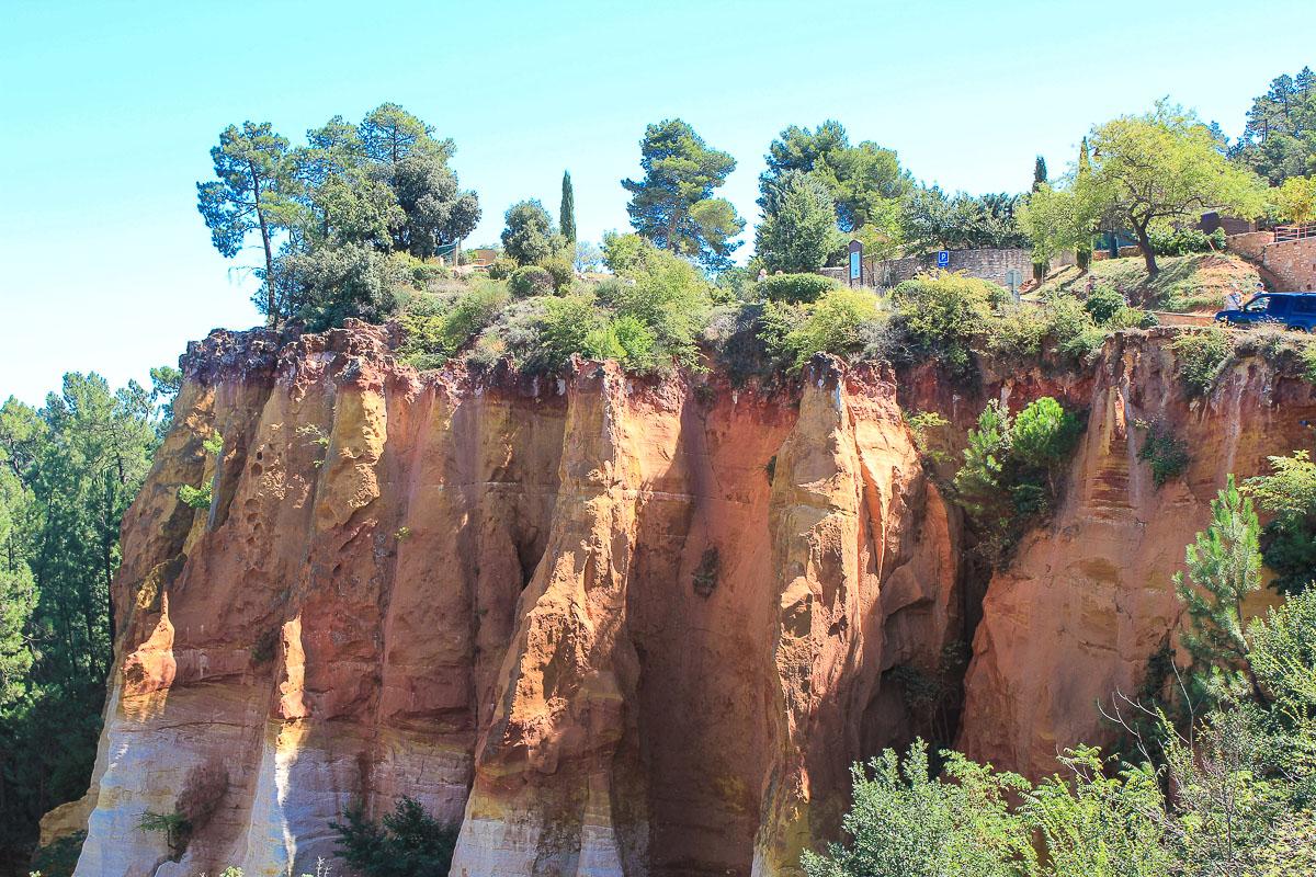 Ockerfelsen in Roussillon.